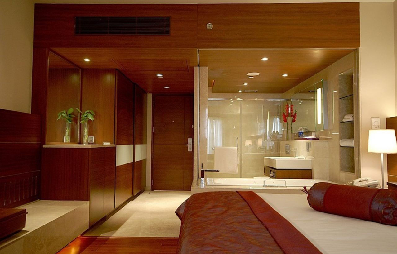 Luxury hotel bathroom amenities for Five star hotel
