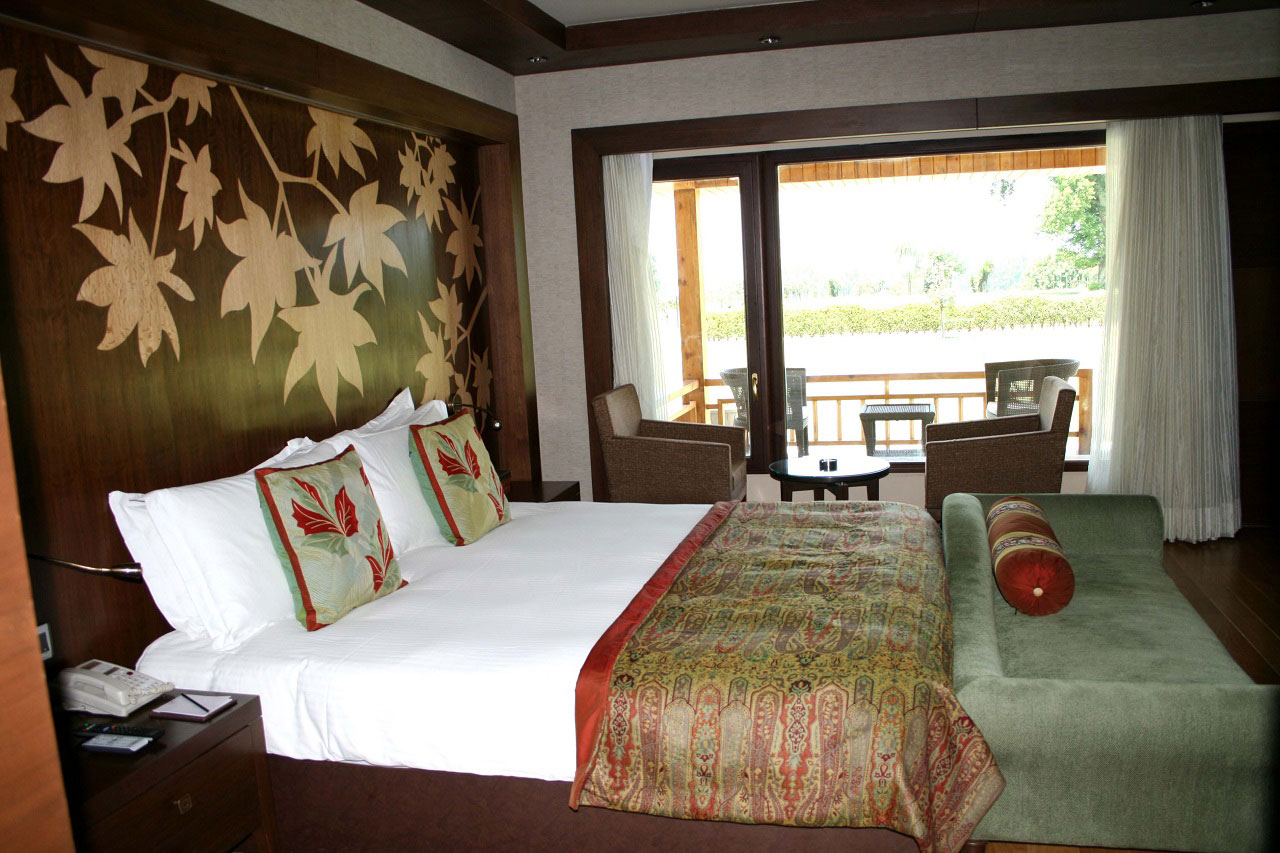 The Lalit Grand Palace Srinagar, Palace room